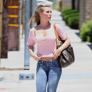 Джоанна Крупа, фото 456. Joanna Krupa [center]Out Running Errands in Jeans - May 31, 2011, photo 456