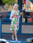 Холли Мэдисон, фото 1947. Holly Madison Starbucks in LA Market FEB-1-2012, foto 1947