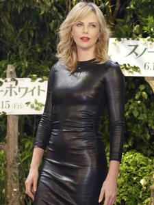 Charlize Theron In A Tight Leather Dress