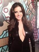 Sunny Leone On Set of New Photoshoot - Twitter Pics