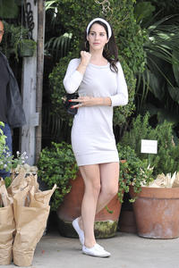 http://img279.imagevenue.com/loc207/th_158994609_LanaDelRey_OAHollywood_October11_2012_18_122_207lo.jpg
