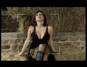 Roxanne Pallett - Emmerdale (cleavage,legs)
