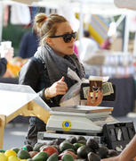 http://img279.imagevenue.com/loc463/th_001963871_Hilary_Duff_Farmers_market19_122_463lo.jpg