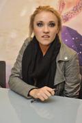 http://img279.imagevenue.com/loc475/th_04463_Emily_Osment_signs_copies_of_her_new_album3_122_475lo.jpg