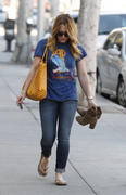 http://img279.imagevenue.com/loc530/th_740744952_Hilary_Duff_nail_salon15_122_530lo.jpg