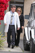 http://img279.imagevenue.com/loc574/th_504339124_Hilary_Duff_Outside_Her_Doctors_Office_Burbank7_122_574lo.JPG